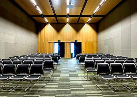 Boulevard B2 meeting room theatre set