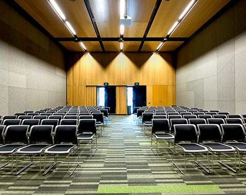 Boulevard B2 meeting room theatre set